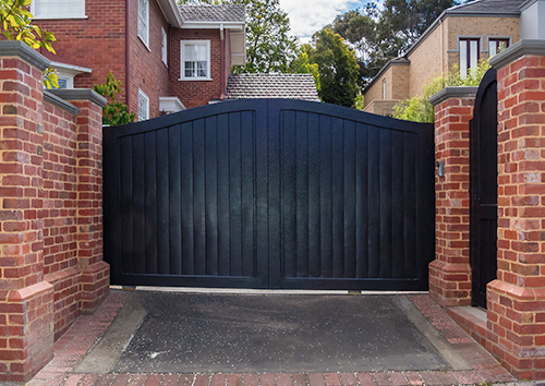 Automatic Sliding driveway wooden gate