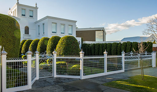 Woven wire fence with Darebin woven wire driveway automatic  gates