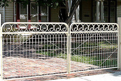 Camberwell driveway woven wire gates
